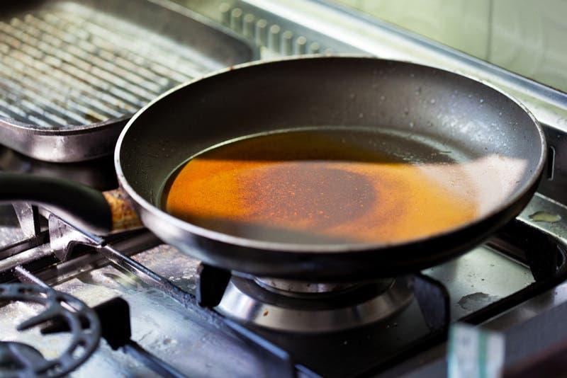 Por qu no debes tirar aceite de cocina usado al desag e - Aceite usado de cocina ...